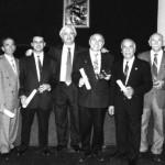 Remise des diplômes lors du 15e anniversaire de la chorale. On reconnait de gauche à droite : Noubarig Derminassian, Antranik Nachian, Christian Gasparian, Khatchig Yilmazian, Antranik Minassian, Garbis Minassian, Kervork Minassian, Vram Siméonia.